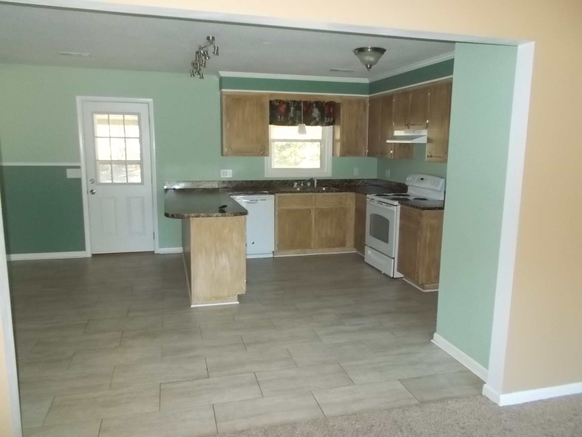 356 PINE AVENUE, $950/ MONTH 1