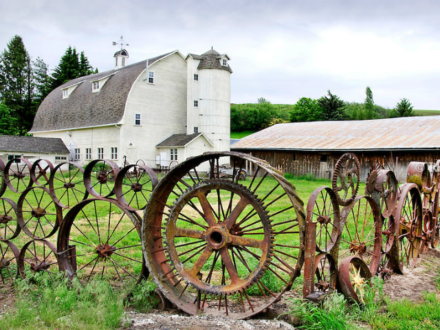 what to see in Union Town | Dahmen Barn Wheel Fence