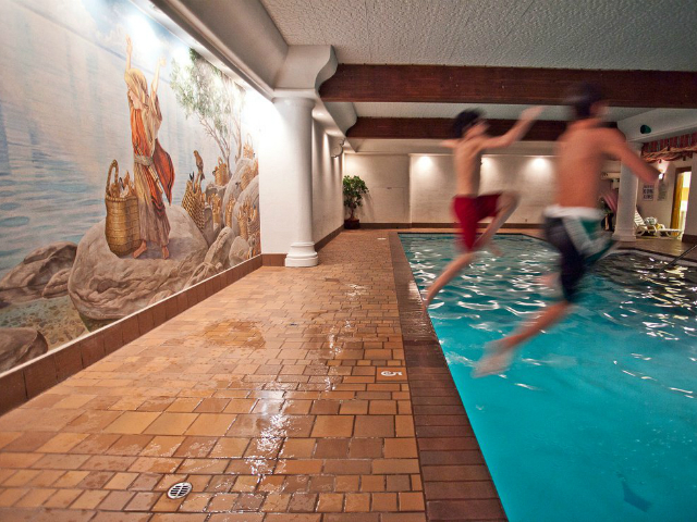 hotels with a pool in Leavenworth