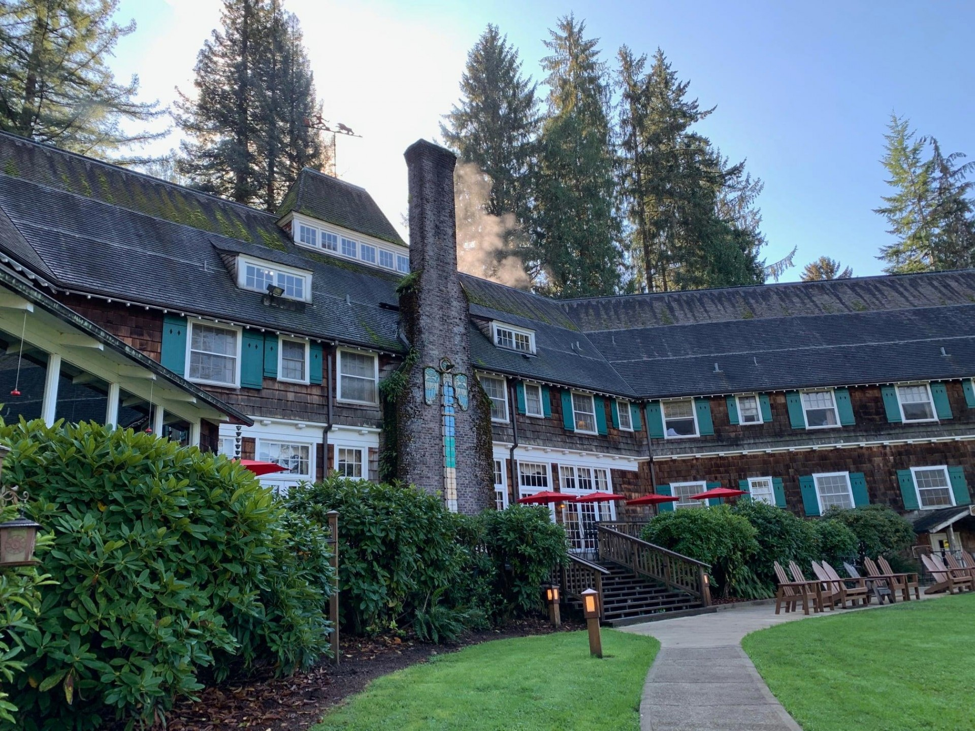Lodge on a lake   Lake Quinault Lodge