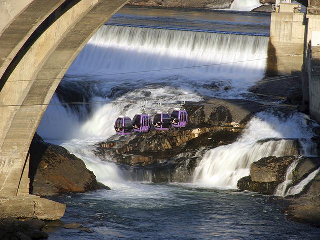 Gondolas crossing the Spokane River