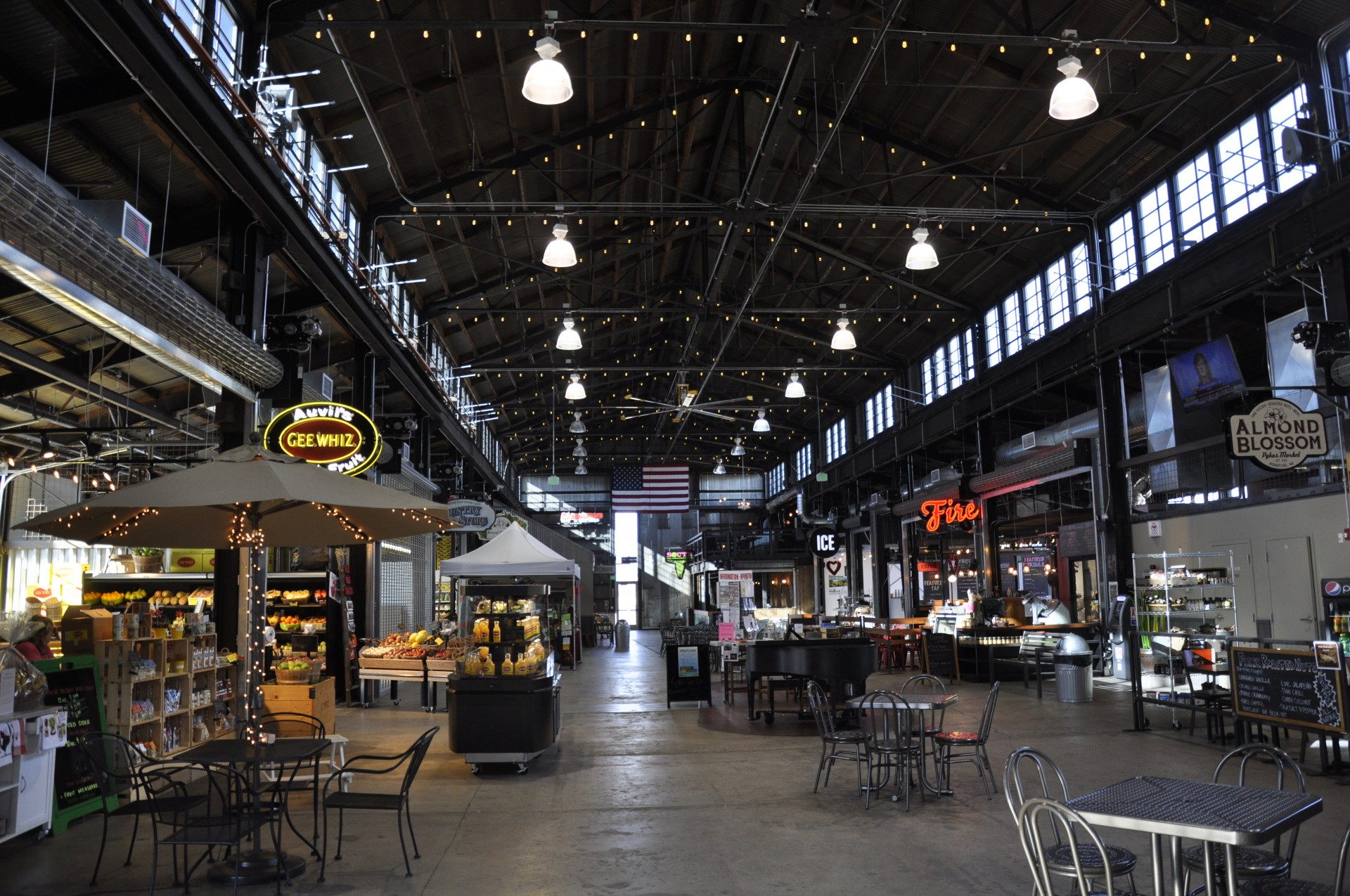 Visit the popular Pybus Market