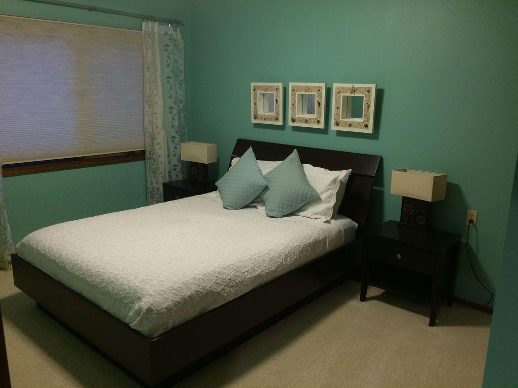 Downstairs 4th Bedroom - Queen