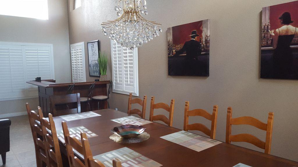 Dining Room & Bar Area