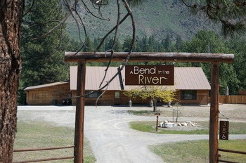 A Bend in the River Lodge & Cabins
