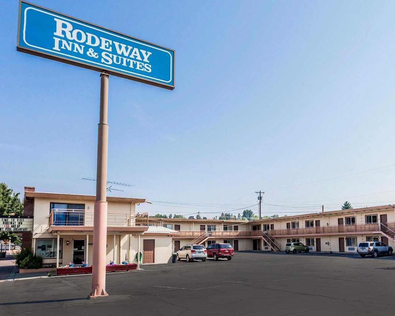 Omak Rodeway Inn & Suites