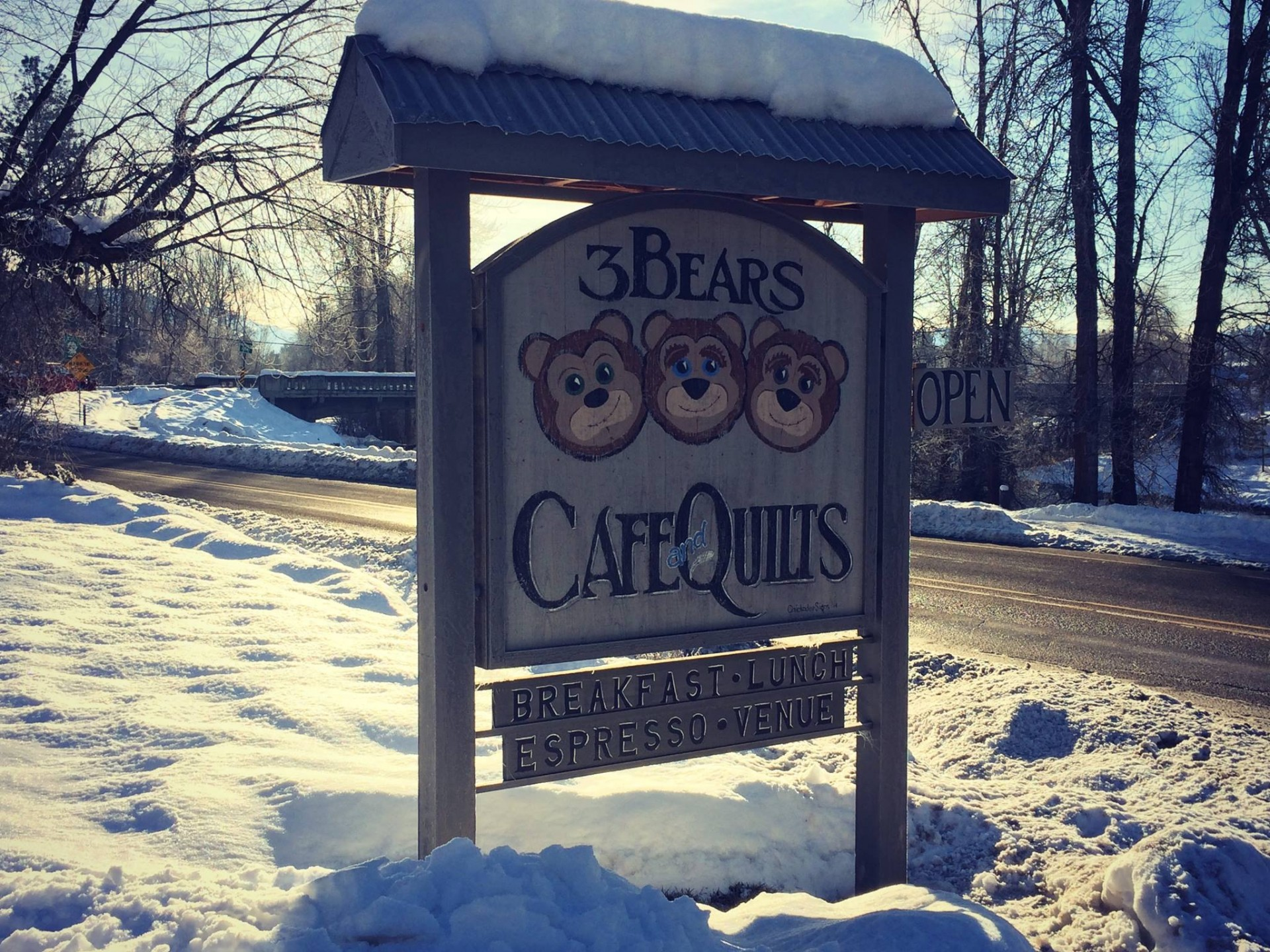 Three Bears Cafe & Quilts