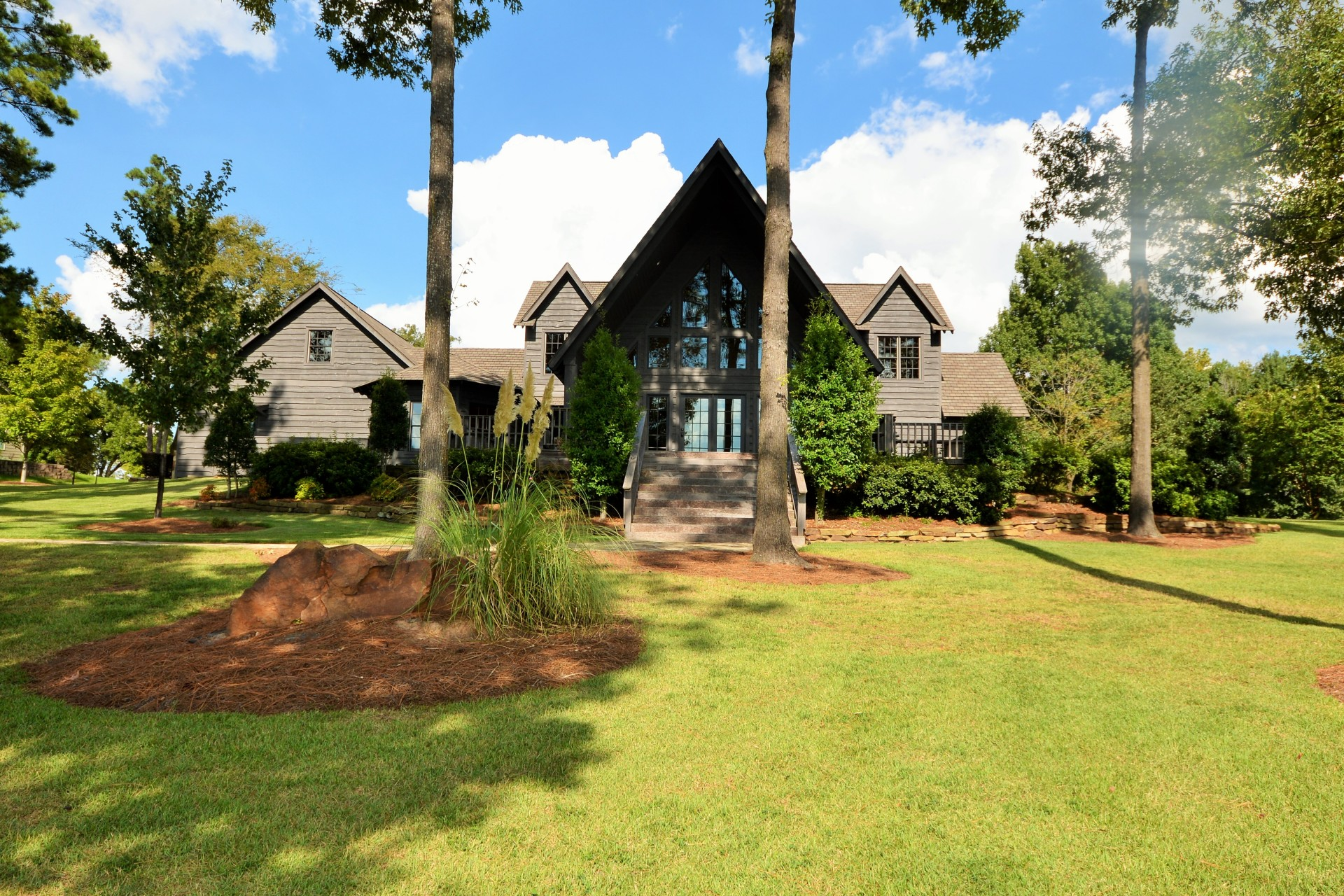 HO METICULOUSLY MAINTAINED HOME IN THE PENINSULAS ON LAKE BOB SANDLIN
