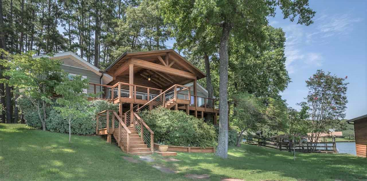 HT  WATERFRONT COTTAGE NESTLED IN THE PINES ON BEAUTIFUL LAKE CYPRESS SPRINGS.